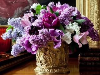Собирать пазл Античная ваза цветы онлайн