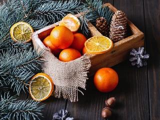 Собирать пазл Апельсины и шишки онлайн
