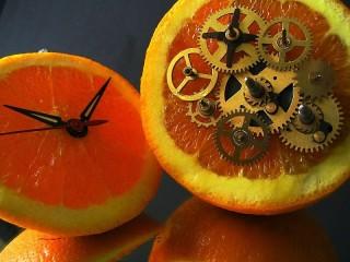 Собирать пазл Апельсиновые часы онлайн