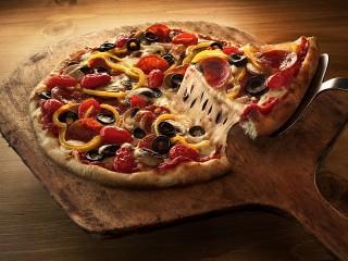 Собирать пазл Аппетитная пицца онлайн