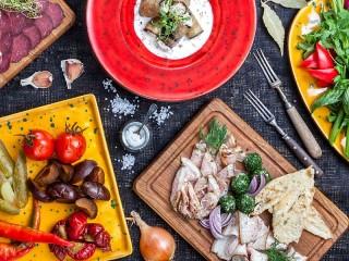 Собирать пазл Ассорти блюд онлайн