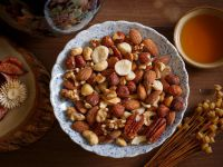 Собирать пазл Ассорти из орехов онлайн