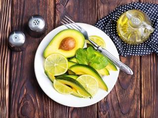 Собирать пазл Авокадо и лимон онлайн