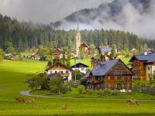 Собирать пазл Австрия деревня лес онлайн