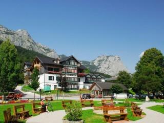 Собирать пазл Австрия дворик онлайн