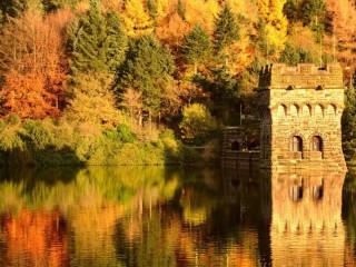 Собирать пазл Башня над водой онлайн