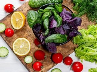 Собирать пазл Базилик и овощи онлайн