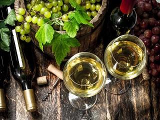Собирать пазл Белое вино онлайн