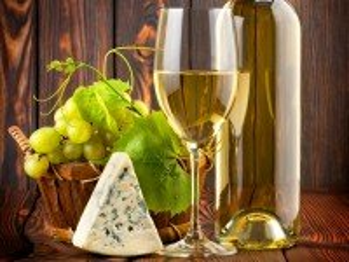 Собирать пазл Белое вино и сыр онлайн