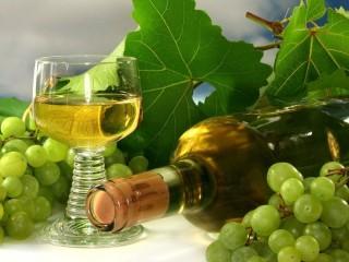 Собирать пазл Белое вино виноград онлайн