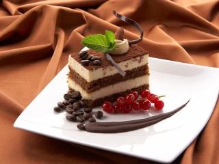 Собирать пазл Бисквитное пирожное онлайн