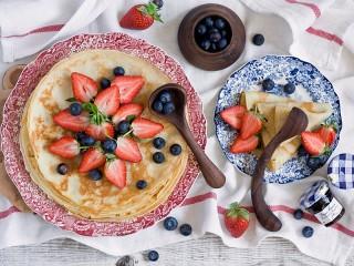 Собирать пазл Блинчики с ягодами онлайн