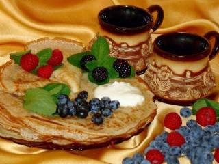 Собирать пазл Блины с ягодами онлайн