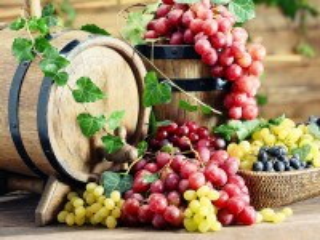 Собирать пазл Бочки и виноград онлайн