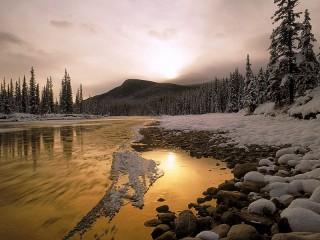 Собирать пазл Река на закате онлайн