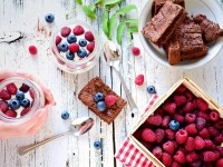 Собирать пазл Брауни и ягоды онлайн