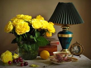 Собирать пазл Букет желтых роз онлайн