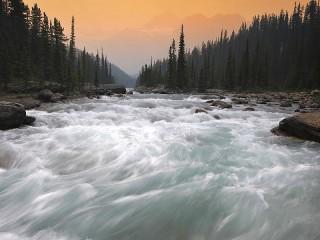 Собирать пазл Бурная река онлайн