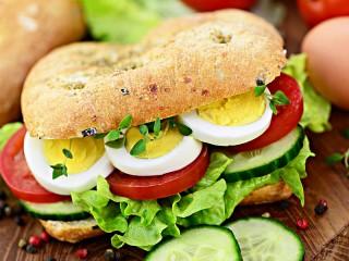 Собирать пазл Бутерброд с яйцом онлайн