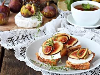 Собирать пазл Бутерброды с инжиром онлайн