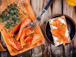 Собирать пазл Бутерброды с рыбкой онлайн