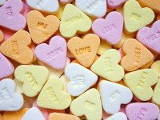 Собирать пазл Конфеты сердечки онлайн