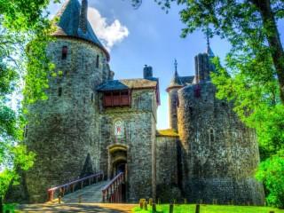 Собирать пазл Castell Coch онлайн