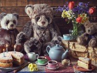 Собирать пазл Чаепитие медвежат онлайн