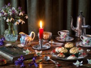 Собирать пазл Чаепитие при свече онлайн