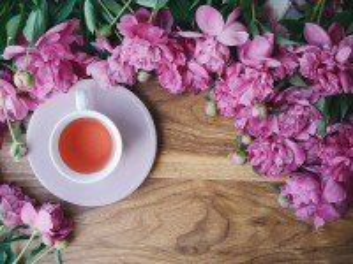 Собирать пазл Чай и пионы онлайн
