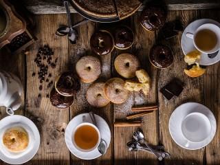 Собирать пазл Чай с пончиками онлайн