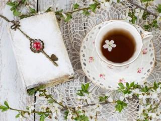 Собирать пазл Чай с цветами онлайн