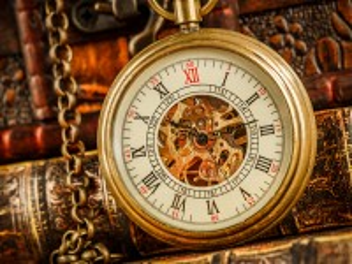 Собирать пазл Часы и книги онлайн