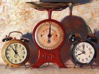 Собирать пазл Часы и весы онлайн