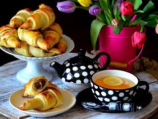 Собирать пазл Чай и круассаны онлайн