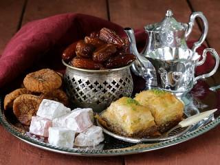 Собирать пазл Чай и сладости онлайн