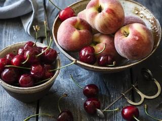 Собирать пазл Черешня и персики онлайн