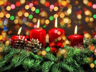 Собирать пазл Четыре свечи онлайн