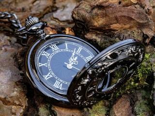 Собирать пазл Чёрные часы онлайн