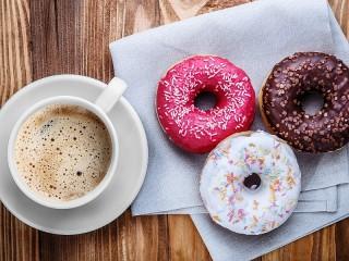 Собирать пазл Кофе и пончики онлайн