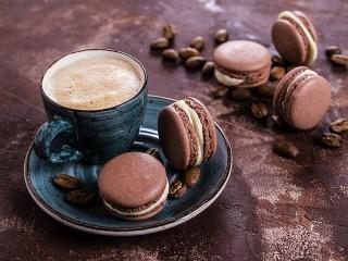 Собирать пазл Кофе и макарон онлайн