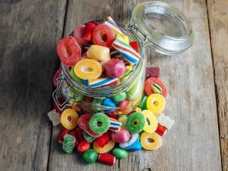 Собирать пазл Разноцветные конфетки онлайн