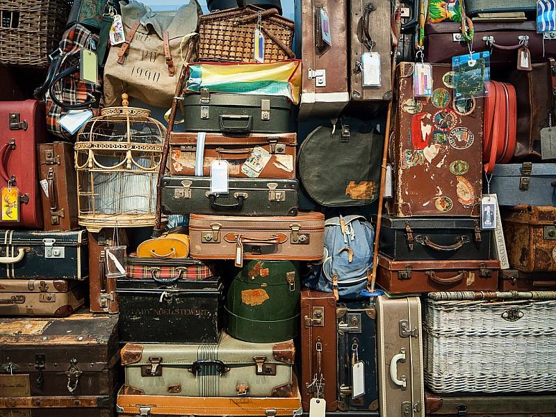 Пазл Собирать пазлы онлайн - Дама сдавала багаж