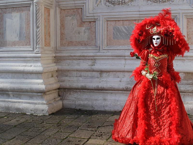 Пазл Собирать пазлы онлайн - Дама в красном