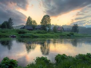 Собирать пазл Деревня у реки онлайн