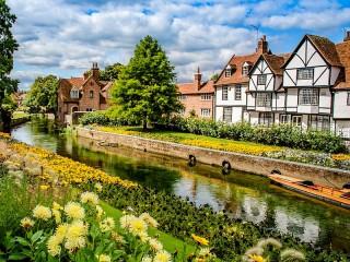 Собирать пазл Деревня в Англии онлайн