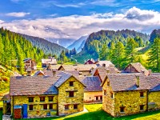 Собирать пазл Деревня в горах онлайн