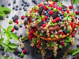 Собирать пазл Десерт из ягод онлайн