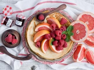 Собирать пазл Десерт к блинам онлайн