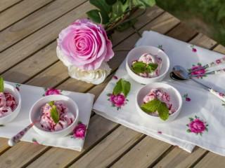 Собирать пазл Десерт розовая нежность онлайн
